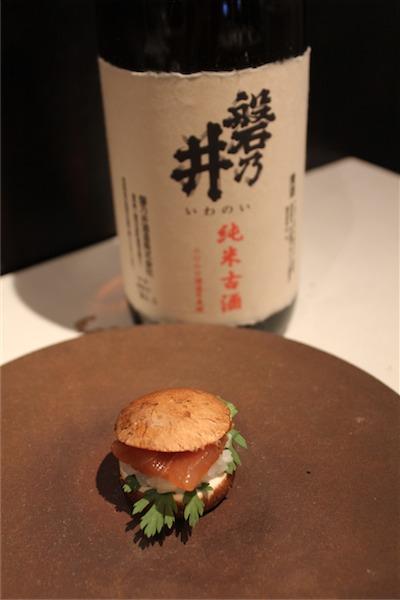 生マカジキのマッシュルームバーガー 古代ひしお × 磐乃井(岩手)純米古酒 12BY 30℃