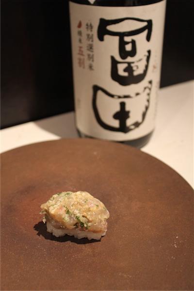 ホウライヒメジとヒラマサのなめろう ×  冨田(鳥取)純米吟醸生 20BY 35℃